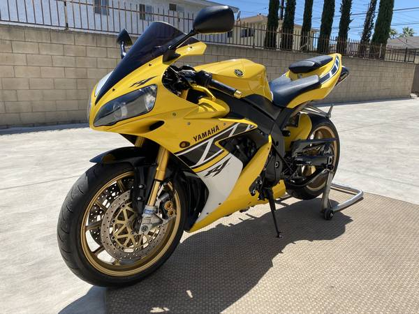 Photo 06 YAMAHA R1 LIMITED EDITION. COLLECTIBLE  Of 500. OHLINS, MERCHESINI - $11,995 (North Hollywood.)