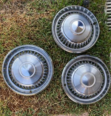 Photo 1968 Impala hubcaps - $35 (Pasadena)