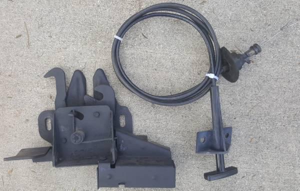 Photo 1973-79 Ford F150 F100 Bronco locking hood latch lock w key 78 79 77 (Pico Rivera)