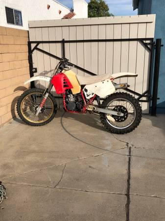 Photo 1986 Yamaha YZ 250 Dirt Bike - $1,500 (Long Beach)