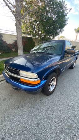 Photo 2000 Chevy s10 - $2200 (Covina)