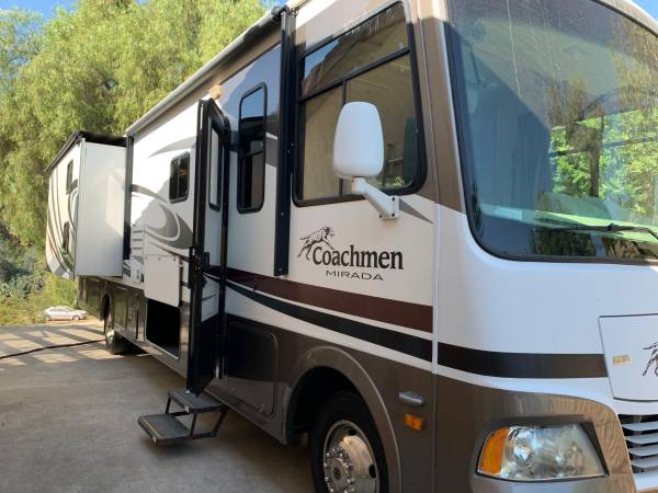 Photo 2011 Coachmen Mirada 34BHF RV Class A for sale - $49,000 (Whittier)