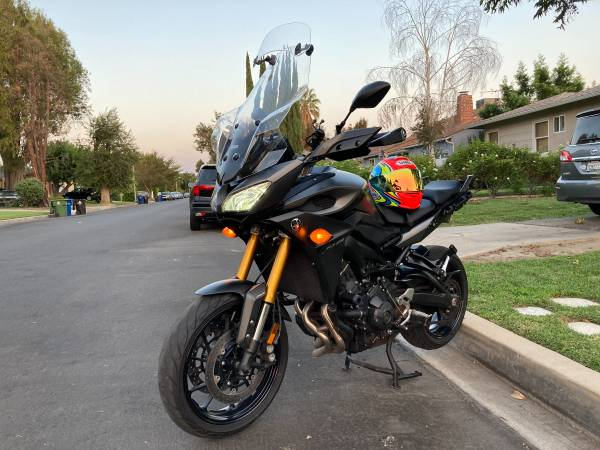 Photo 2015 YAMAHA FJ 09 COMMUTER 60MPG. LOW MILES. NO ISSUES AT ALL. - $6,500 (van nuys)