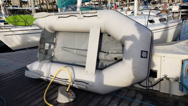 Photo 2018 White ZodiacWestmarine 275 Air-Deck inflatable boat with motor - $1,000 (Redondo Beach)