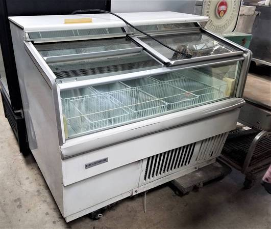 Photo 4ft FREEZER Hussmann Convenience Store - $850 (Ventura)
