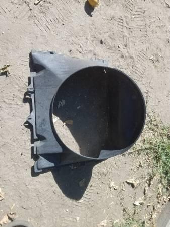 Photo 86-91 mazda rx7 radiator shroud - $40 (hooks rotary  bell)