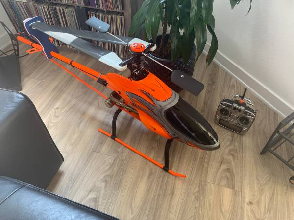 Photo Airstar mongoose 26CC Monster RC Helicopter - $3000 (Glendale)