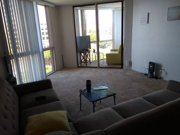 Photo Amazing Shared Apartment Next to the Grove 680$ FEMALE ONLY