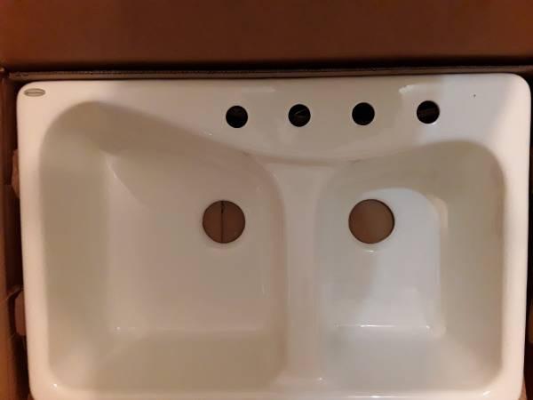 Photo American Standard deep double bowl drop-in sink - $210