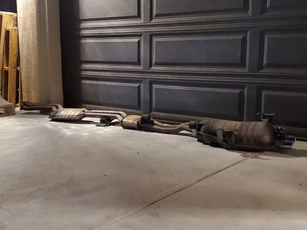 Photo BMW E46 OEM 330i louder Exhaust System Muffler resonator catback - $99 (ROSEMEAD)