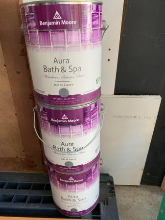 Photo Benjamin Moore Aura Bath and Spa Waterbourne Interior Paint For Sale - $50 (626)