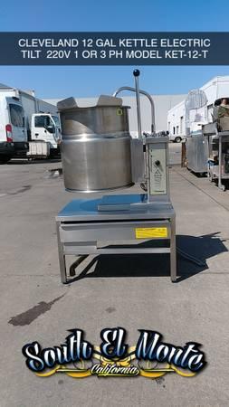 Photo CLEVELAND KET-12-T 12 GALLON ELECTRIC TILT KETTLE - $2,495 (South el monte)