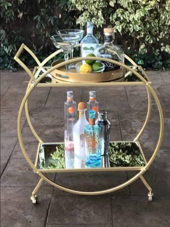 Photo Contemporary Gold Circular Mirrored Bar Serving Cart - $125 (Redondo Beach)