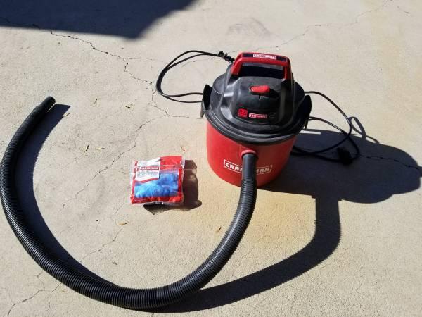 Photo Craftsman shop vacuum 2.5 gallon, 2 HP - $10 (HACIENDA HEIGHTS)