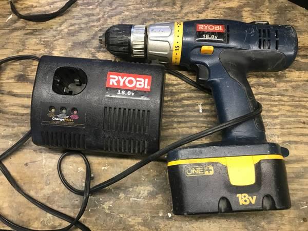 Photo Drill cordless by RYOBI 18 V. model SA 1802 - $49 (Tarzana)