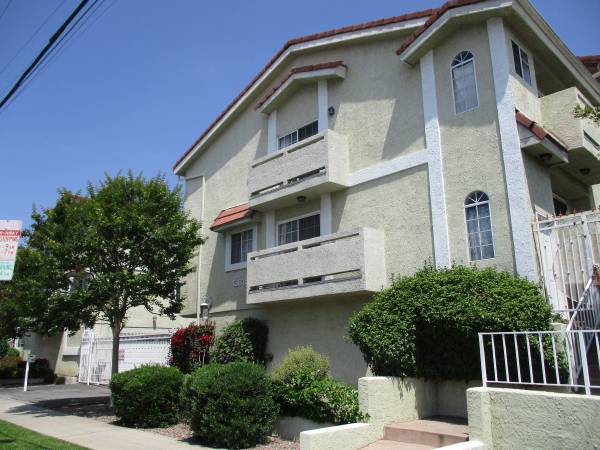 Photo GORGEOUS TOWNHOUSE, ATTACHED GARAGE, WASHER DRYER,CENTRAL AC,1490 SQFT (VAN NUYS)