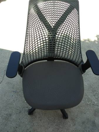 Photo HERMAN MILLER SAYL DESK CHAIR BLACK AND GRAY IN PERFECT CONDITION - $225 (LOS ANGELES)