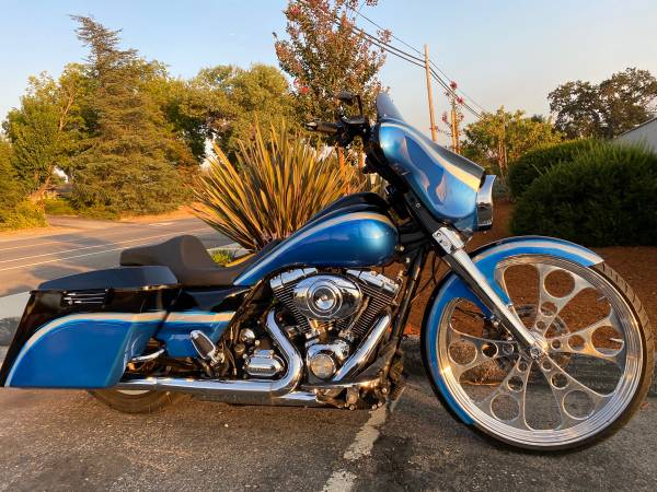Photo Harley big wheel Bagger (Atascadero)