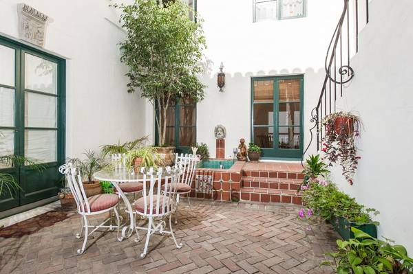 Photo It has been fully restored and fully furnished (Los Angeles, CA)