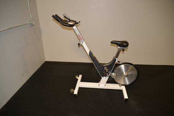 Photo KEISER M3 3RD GENERATION SPIN BIKE WITH CONSOLE MONITOR - $550