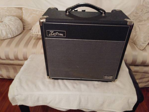 Photo KUSTOM DEFENDER V15 Amp All Tube - $300 (DOWNEY)