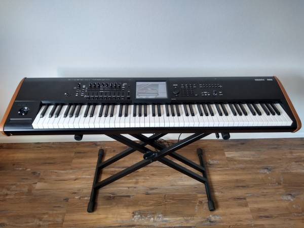 Photo Korg Kronos version 3 88 keys - $2700 (North hollywood)