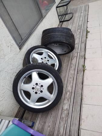 Photo Mercedes Benz amg 4 wheels 17 used - $450 (Reseda)