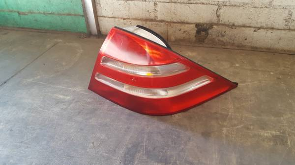 Photo Mercedes S430500 tail light oem 2000-2005 - $75 (Carson)