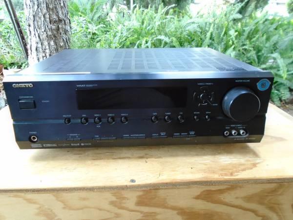 Photo Onkyo receiver - $80 (San Fernando)