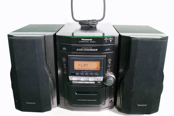 Photo Panasonic 5-CD Changer Tape AmFM Bookshelf Stereo 2-Speakers SC-PM12 - $140 (West Hollywood)