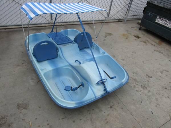 Photo Pelican Pedal Boat Paddle Boat 5 person with Bimini Canopy RamX - $400 (Signal Hill, CA.)