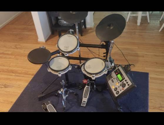 Photo Professional Electronic Drum Set - Roland TD-8 - $900 (La Canada)
