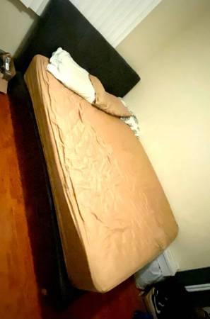 Photo Queen Size Bed Frame (Highland Park) (Highland Park)