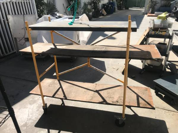 Rolling Metal Stand 48quot wide - $150 (Los Angeles)