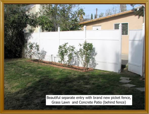 Photo Room for rent in modern guest house - shared bathroom  kitchen (Panorama city, ca)