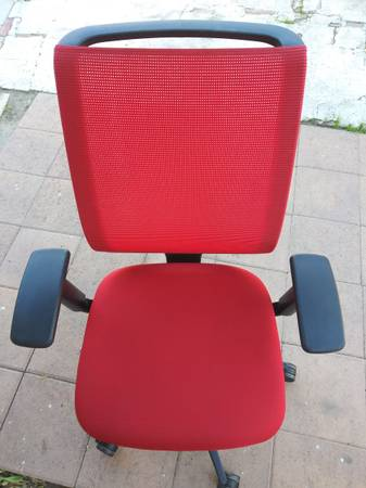 Photo STEELCASE REPLY RED DESK CHAIR FULLY LOADED IN PERFECT CONDITION - $80 (Los Angeles)