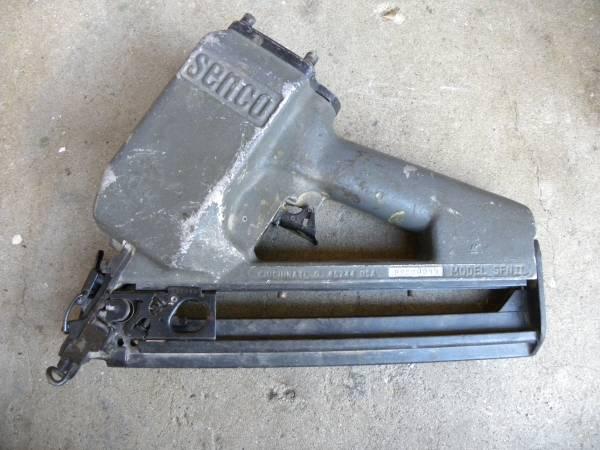 Photo Senco Pneumatic Air Finish Nail Gun Model SFN2 SFN II - $60 (Canga park)