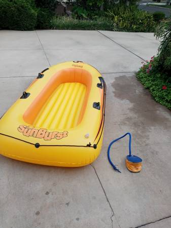 Photo Sevylor 400 inflatable 4 person boat like new with foot pump - $30 (Long Beach)