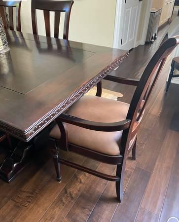 Photo Solid Wood Dining Chair Set 2 armchairs, 6 side chairs- DH - $400 (Manhattan Beach)