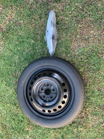 Photo Toyota Camry Spare Tire and Jack OEM - $55 (Tarzana)