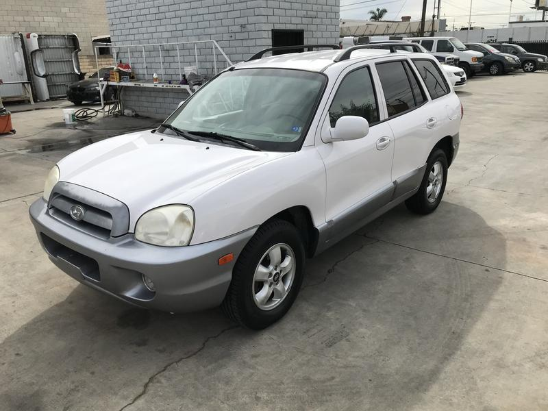 Photo Used 2005 Hyundai Santa Fe 2WD 3.5L for sale