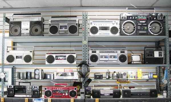Photo Vintage Radio Boombox Camera Projector Movie Props for Rent or Sale - $25 (Hollywood)