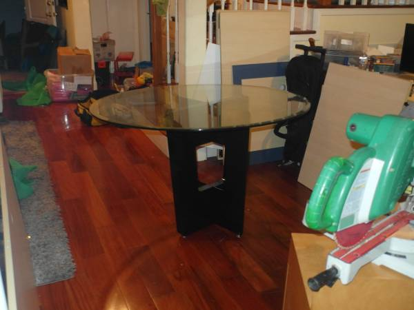 Photo Z-Galleries 48quot Glass table top  metal base kitchen living room table - $450 (Torrance)