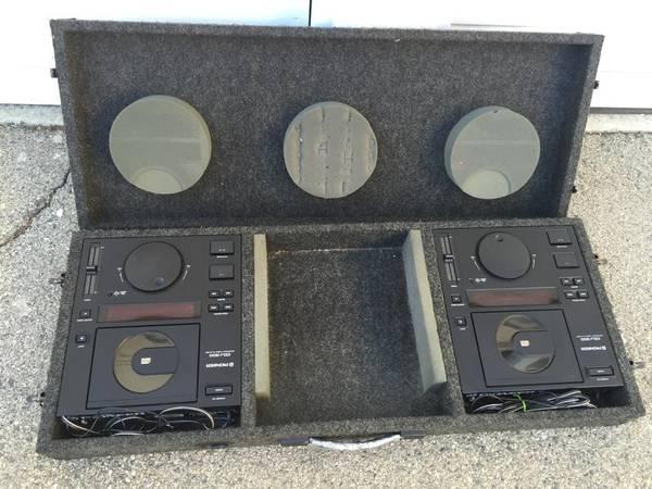 Photo two vintage pioneer cdj-300 w coffin dj compact disc cd players cdjs - $280 (venice)