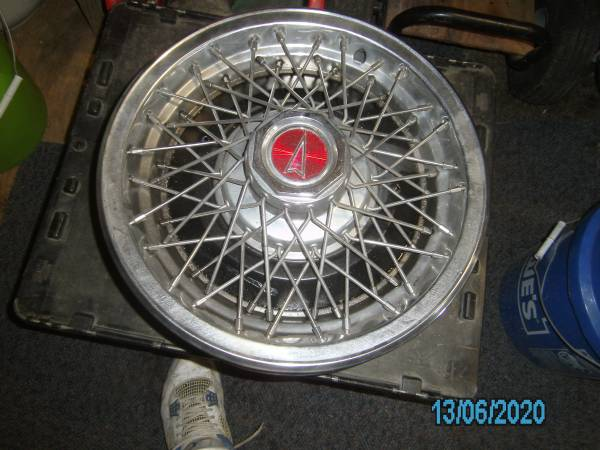 Photo 15quot OLDSMOBILE CUTLASS WIRE HUBCAPS - $25 (Valley Station)