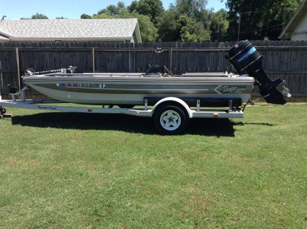 Photo 1739 Ranger Aztec Bass Boat 1750 - $2,200 (Jeffersonville, IN)