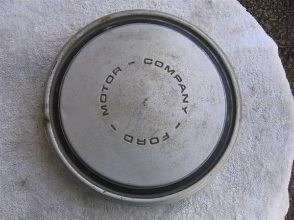Photo 197039s Ford TruckVan Dog Dish OEM Hubcaps - $20 (Shepherdsville)