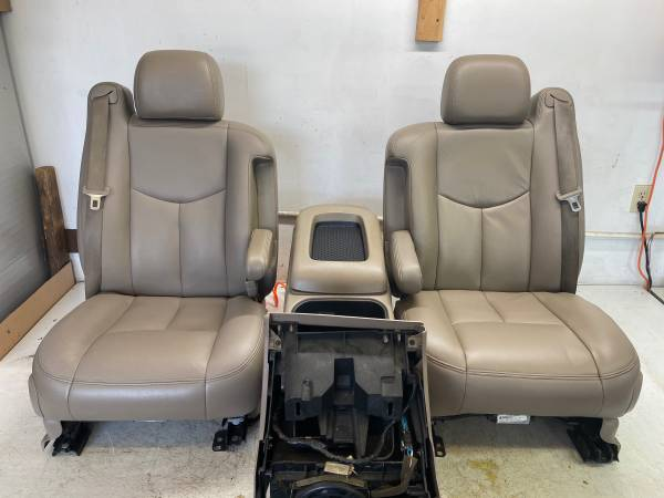 Photo 2003-2007 Silverado Crew Cab Leather Seats  Console Front  Back - $950 (Bardstown)