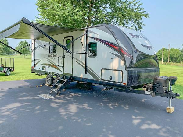 Photo 2019 Heartland North Trail 22FBS Travel Trailer - $22,900 (Charlestown Indiana)