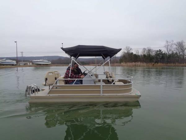 Photo 2021 Lexington 315E HPT Pontoon Boat - $24,888 (Rockwood, TN)